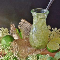 Lemoniada z kwiatów czarnego bzu z nasionami chia